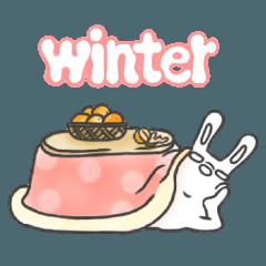 変なキャラのうさぎ 冬